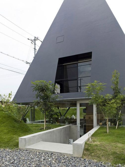 futuristic-pyramid-house-influenced-by-ancient-design-05