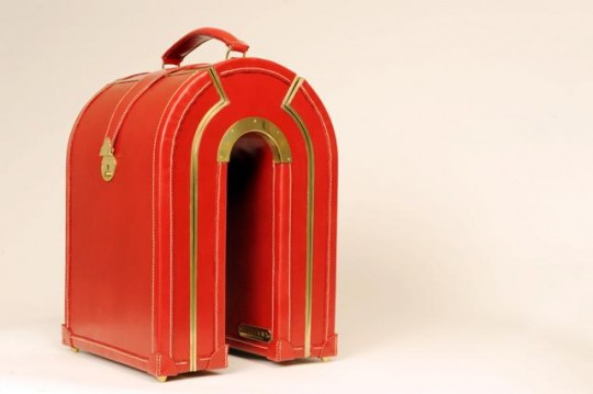Williams_Arch_Case_Cherry_Red_Bridle_Leather-540x359