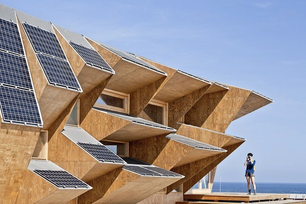 Barcelonas-Striking-Solar-Endesa-Pavilion-3