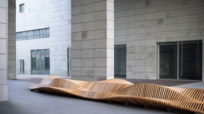 uiliuili bench by Piotr Żuraw