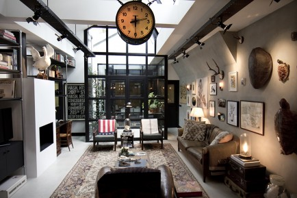 Old-Amsterdam-Garage-Turned-Into-Posh-Bacehlor-Pad-1