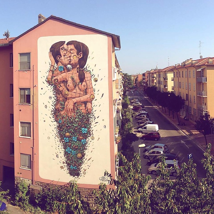 The_Last_Kiss_A_New_Mural_by_Street_Artist_Pixel_Pancho_in_Ravenna_2015_01