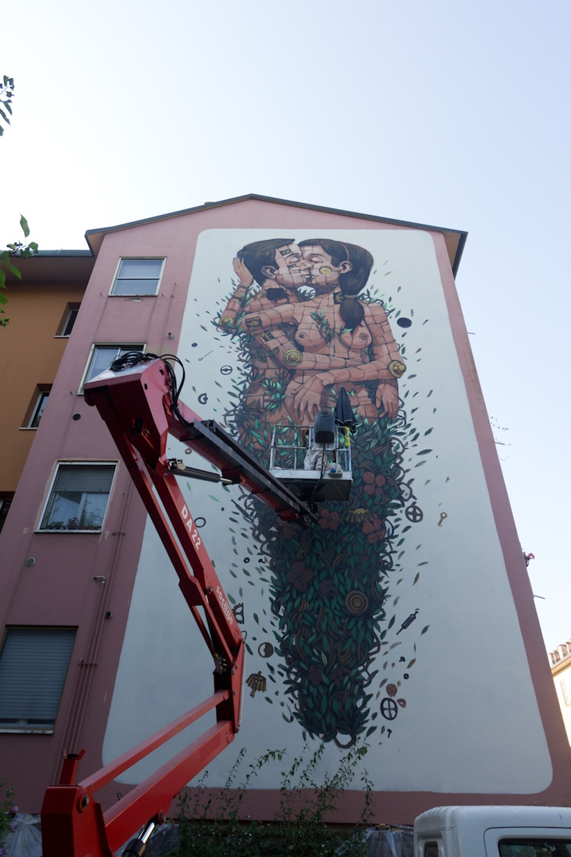 The_Last_Kiss_A_New_Mural_by_Street_Artist_Pixel_Pancho_in_Ravenna_2015_04
