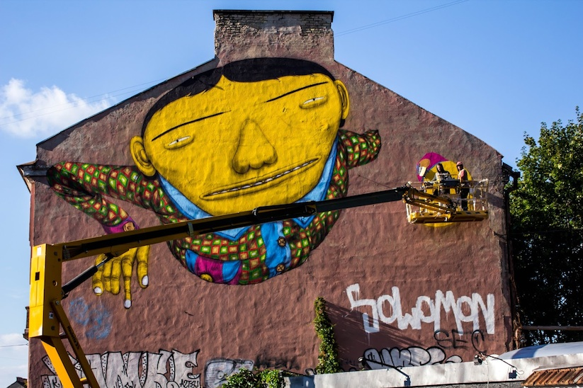 Brazilian_Street_Art_Twins_Os_Gemeos_Created_A_New_Mural_in_Vilnius_Lithuania_2015_04