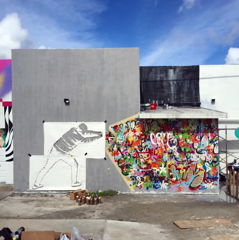 Behind_the_Curtain_Mural_by_Martin_Whatson_in_Miami_Florida_2015_02