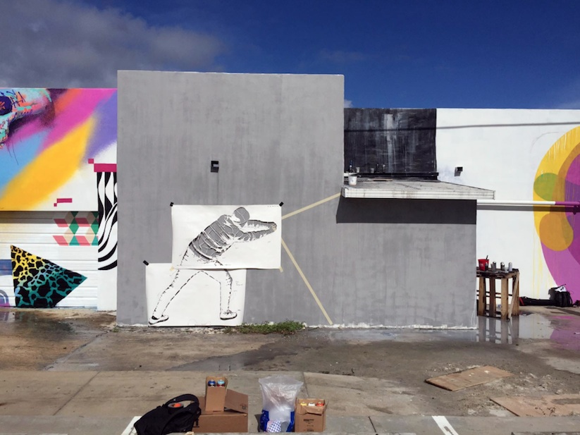 Behind_the_Curtain_Mural_by_Martin_Whatson_in_Miami_Florida_2015_03