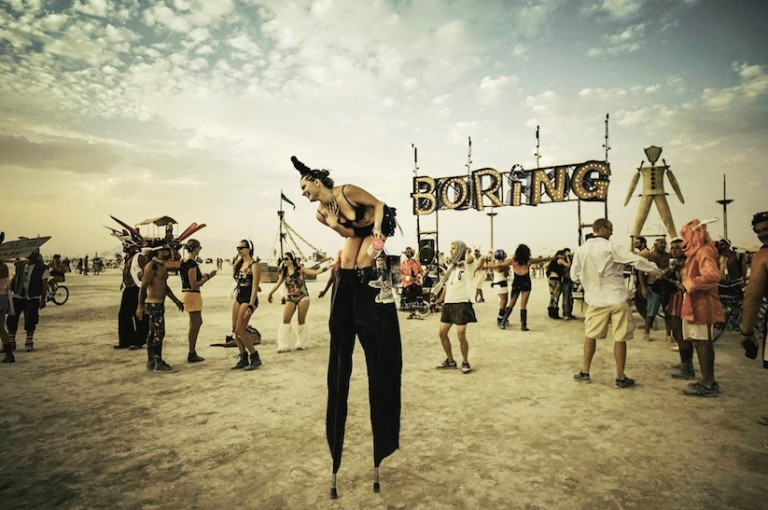 the_soul_on_fire_great_visual_diary_of_the_surreal_atmosphere_at_burning_man_by_victor_habchy_2016_21-768x510