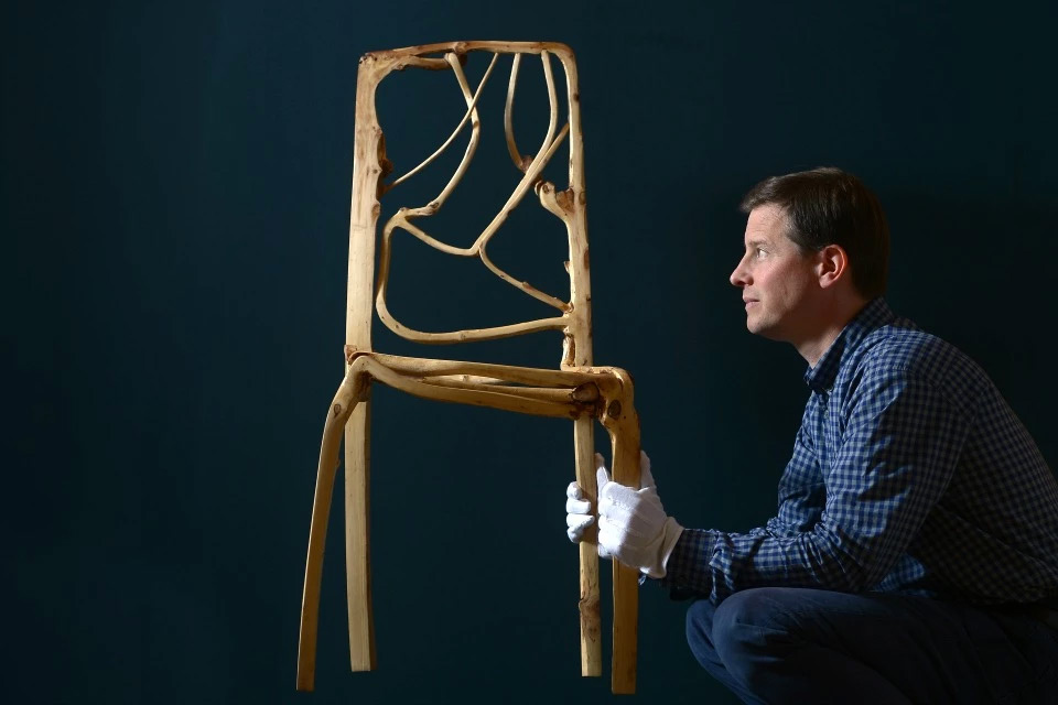 Trees grown into furniture and art objects zeutch